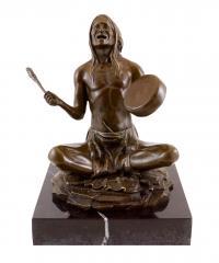Nordamerikanischer Indianer - Bronzeskulptur von Carl Kauba - signiert
